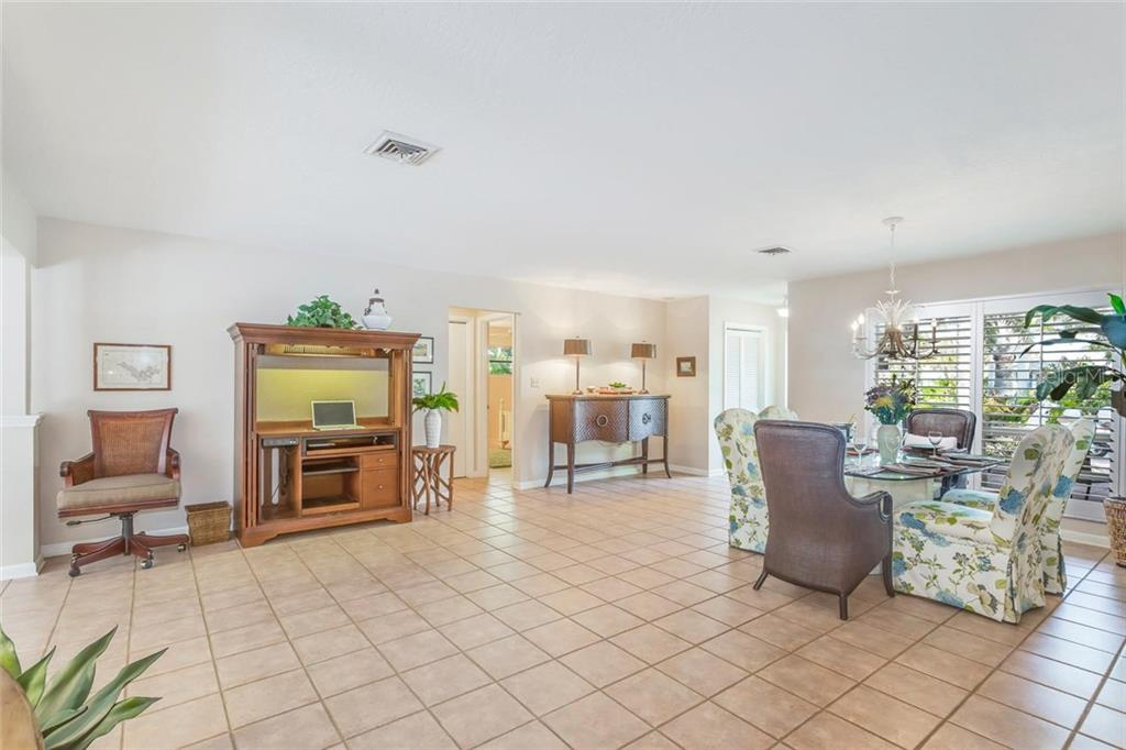 Dining room - Single Family Home for sale at 5634 Cape Leyte Dr, Sarasota, FL 34242 - MLS Number is A4209556