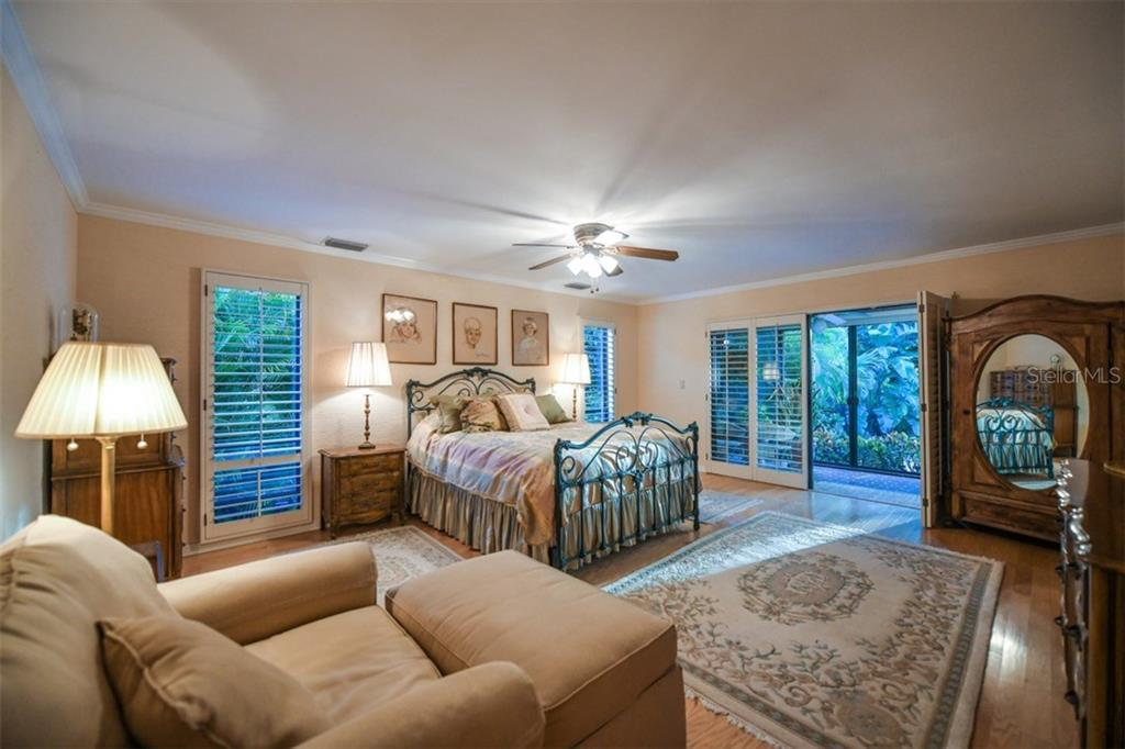 Single Family Home for sale at 5323 Siesta Cove Dr, Sarasota, FL 34242 - MLS Number is A4209564