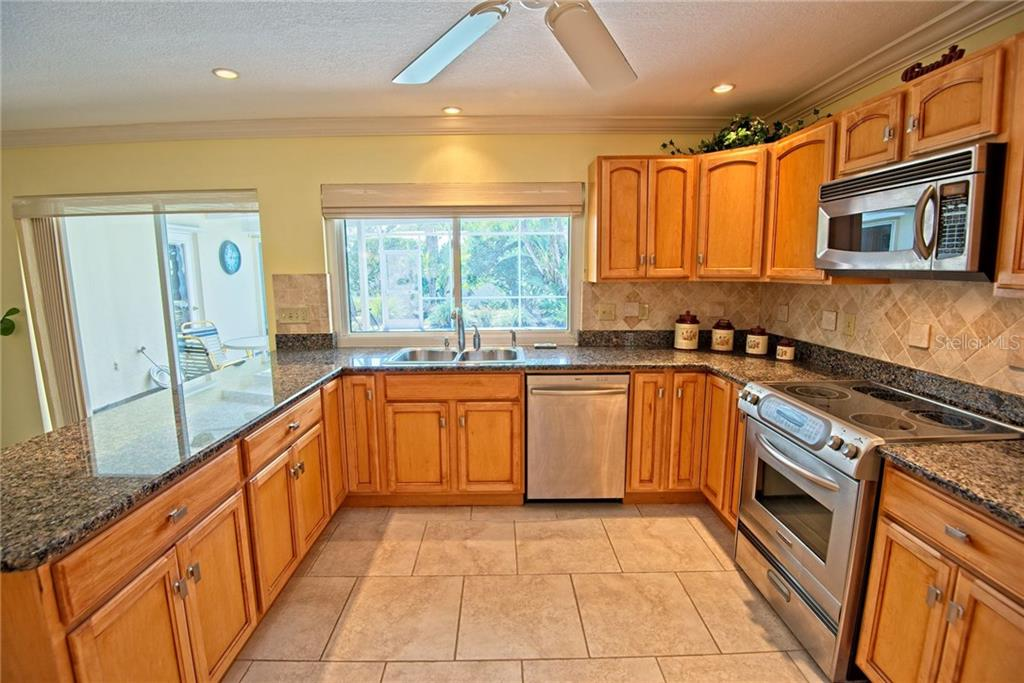 Kitchen with granite counter tops & stainless steel appliances - Single Family Home for sale at 600 Wild Turkey Ln, Sarasota, FL 34236 - MLS Number is A4210585
