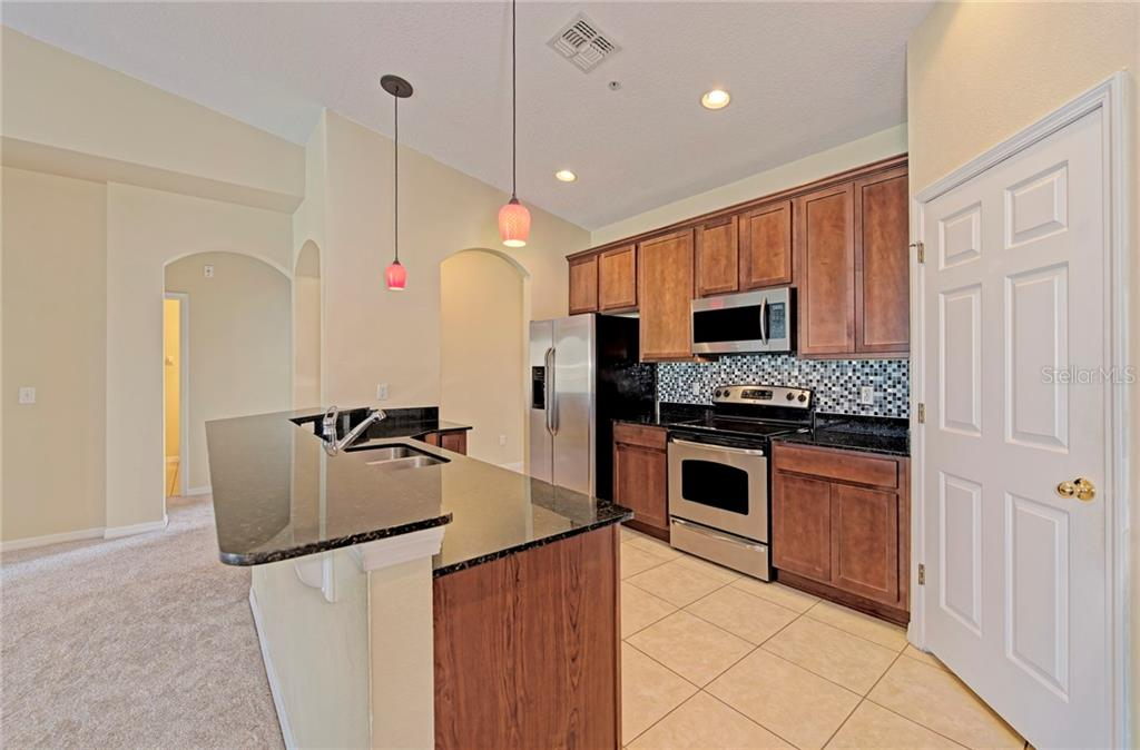 Spacious kitchen with walk-in pantry - Condo for sale at 5360 Mang Pl #1405, Sarasota, FL 34238 - MLS Number is A4212314