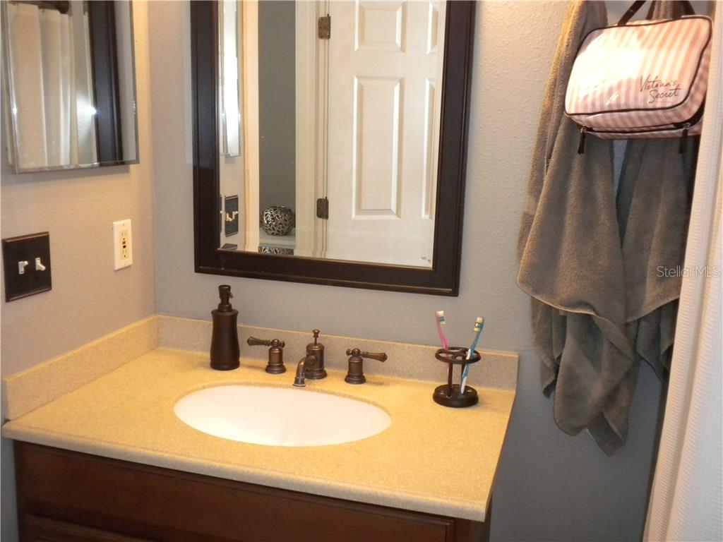Master Bathroom w/ shower - Single Family Home for sale at 4124 Malickson Dr, Parrish, FL 34219 - MLS Number is A4214761