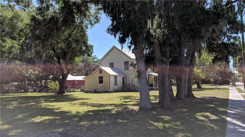 Single Family Home for sale at 205 16th St E, Bradenton, FL 34208 - MLS Number is A4400091