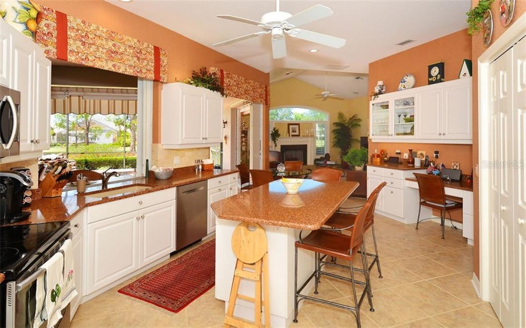 Kitchen - Single Family Home for sale at 406 Trenwick Ln, Venice, FL 34293 - MLS Number is A4401456