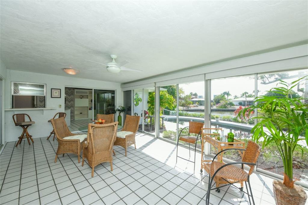 Single Family Home for sale at 942 Contento St, Sarasota, FL 34242 - MLS Number is A4402415