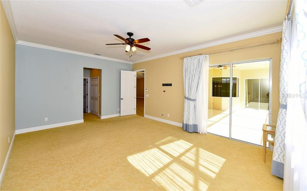 Private master ensuite with double vanities, soaking tub & stand alone shower. - Single Family Home for sale at 533 Mast Dr, Bradenton, FL 34208 - MLS Number is A4402963