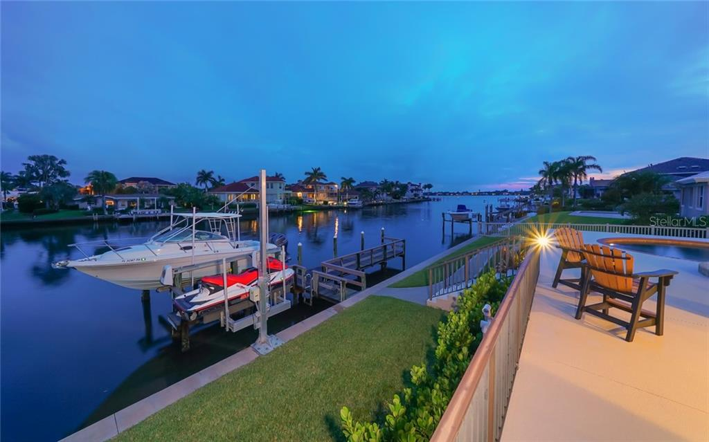 Single Family Home for sale at 7655 Cove Ter, Sarasota, FL 34231 - MLS Number is A4403449