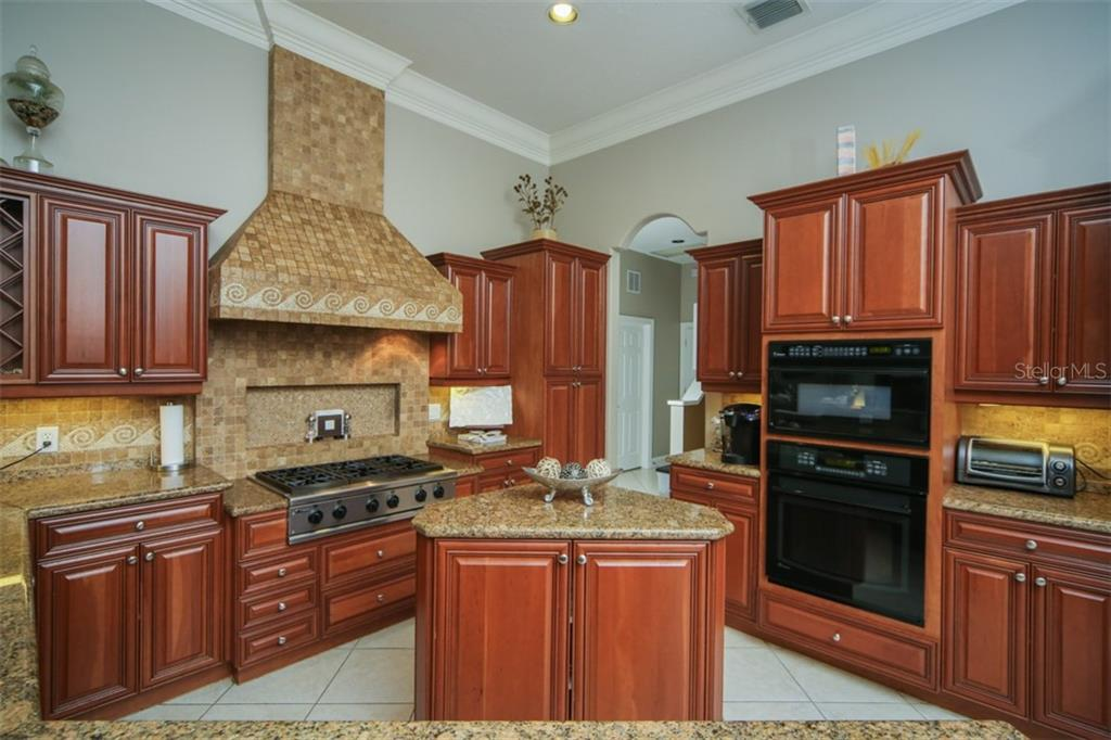 Single Family Home for sale at 7535 Abbey Gln, Lakewood Ranch, FL 34202 - MLS Number is A4405247