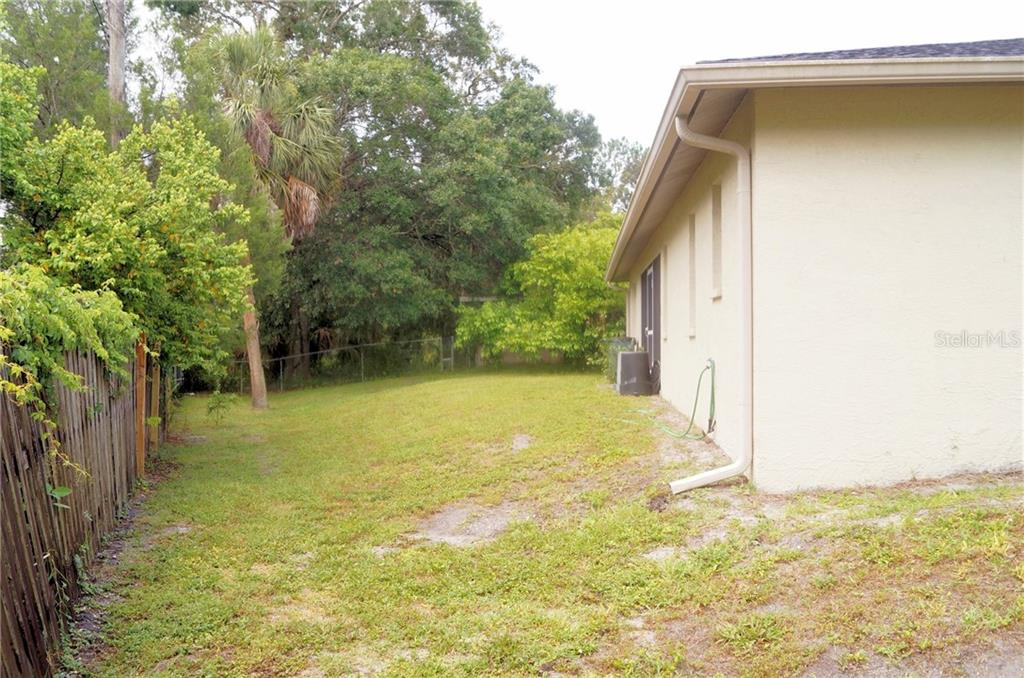 Single Family Home for sale at 2750 Feiffer Cir, Sarasota, FL 34235 - MLS Number is A4406208