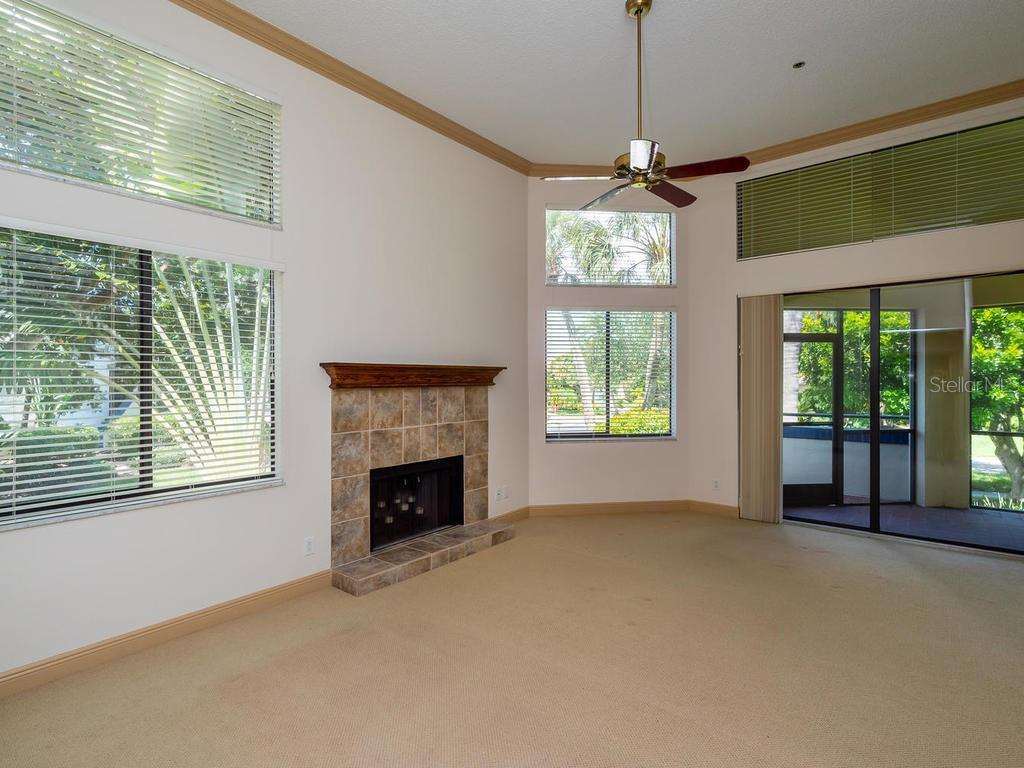 Living room with soaring ceilings - Condo for sale at 1912 Harbourside Dr #604, Longboat Key, FL 34228 - MLS Number is A4407777