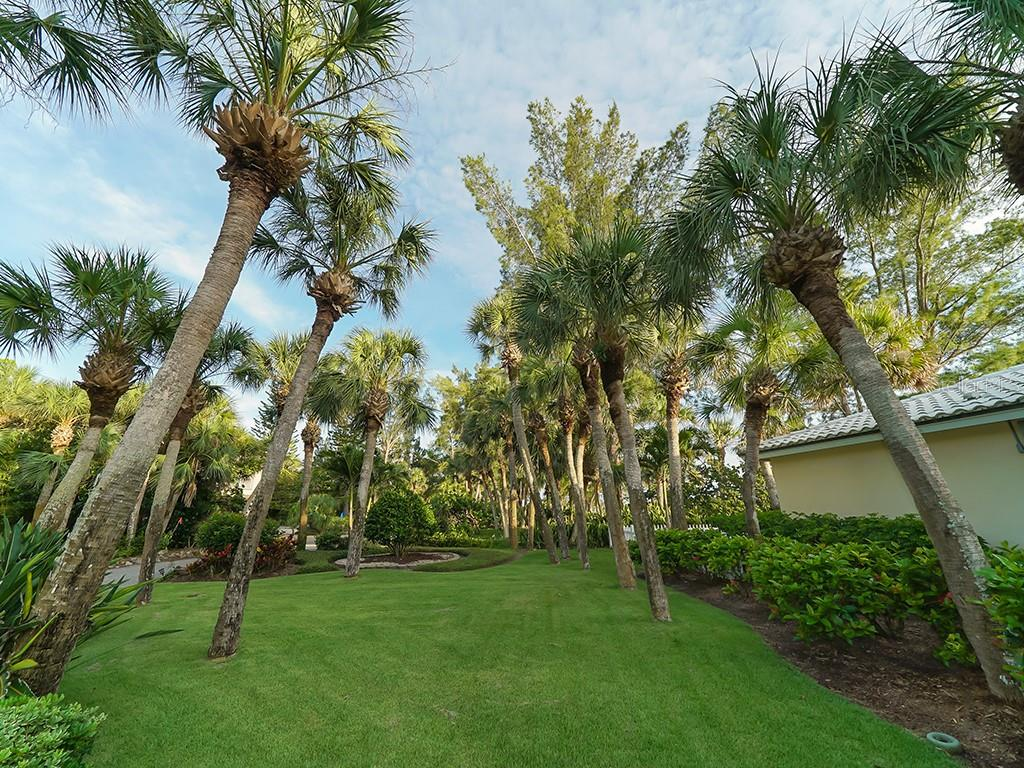 Expansive Manicured Lawn & Lush Tropical Landscaping - Single Family Home for sale at 916 N Casey Key Rd, Osprey, FL 34229 - MLS Number is A4408082
