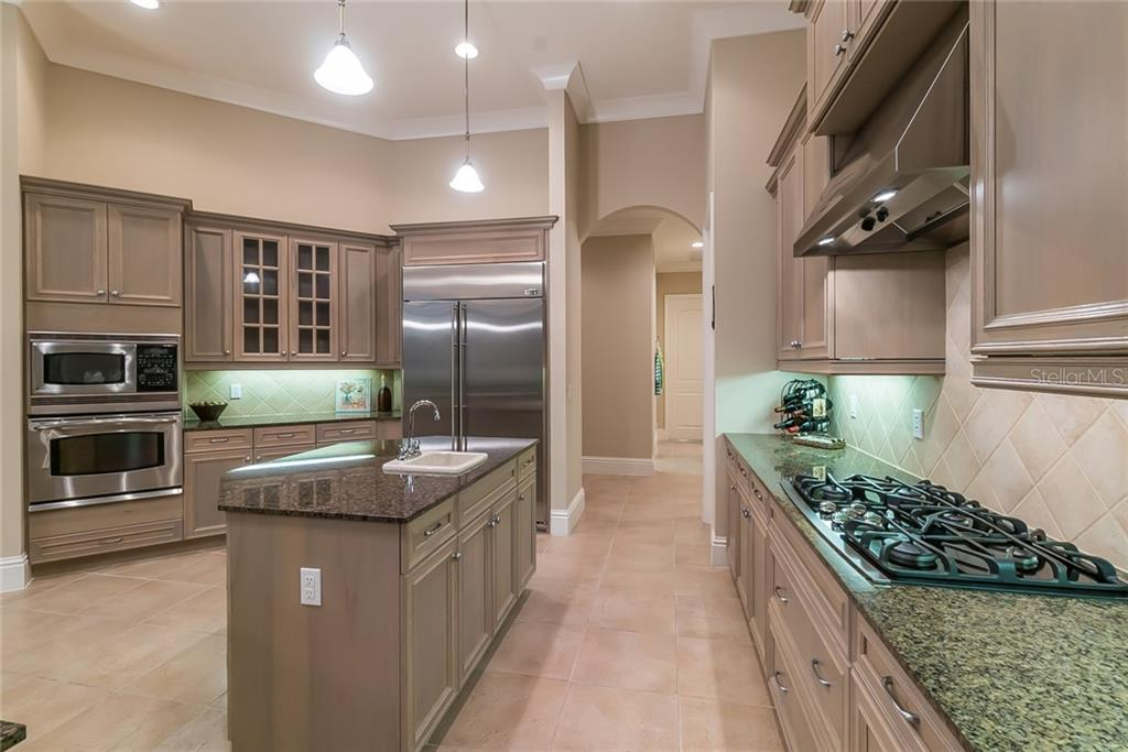Kitchen features all GE stainless steel appliances and a gas 5-burner cooktop. - Single Family Home for sale at 13223 Palmers Creek Ter, Lakewood Ranch, FL 34202 - MLS Number is A4408290