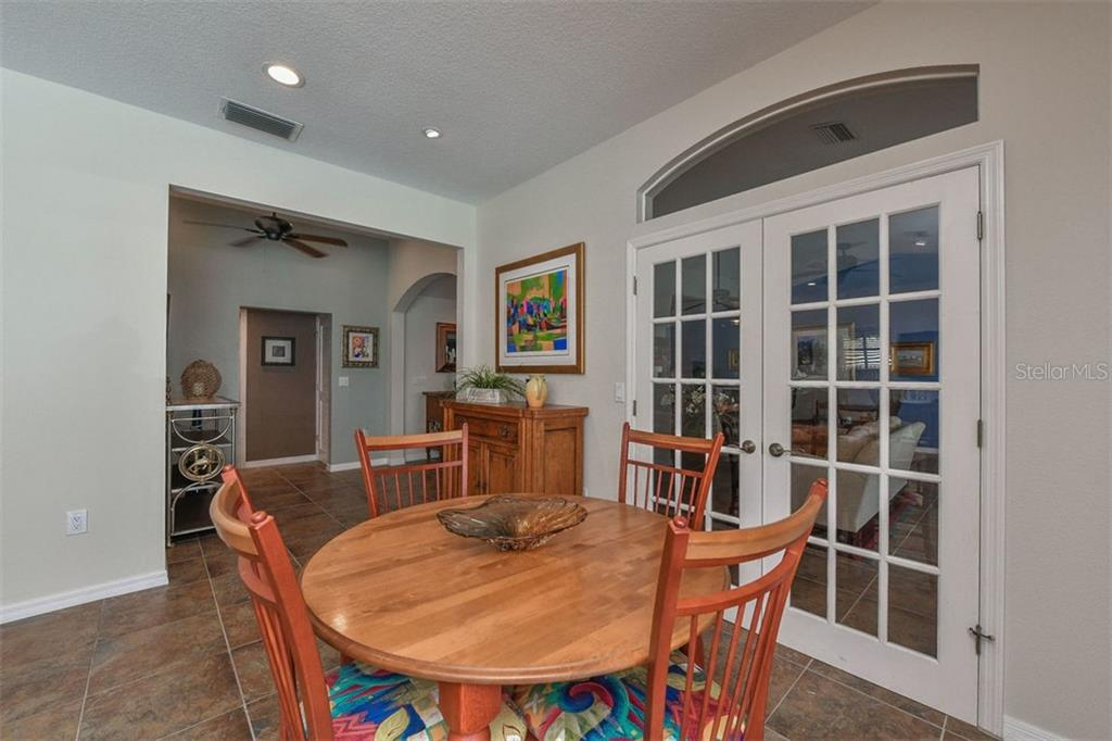 Kitchen dining area. - Single Family Home for sale at 417 Bayview Pkwy, Nokomis, FL 34275 - MLS Number is A4411087