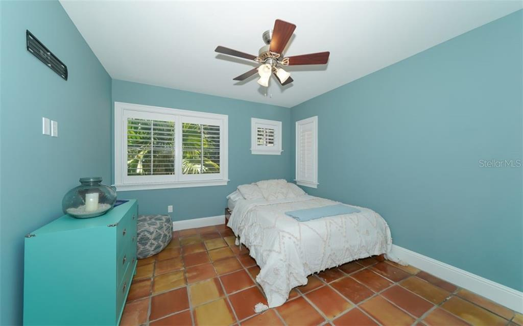 Third bedroom shares a Jack and Jill bath with the Fourth bedroom - Single Family Home for sale at 138 Island Cir, Sarasota, FL 34242 - MLS Number is A4412265