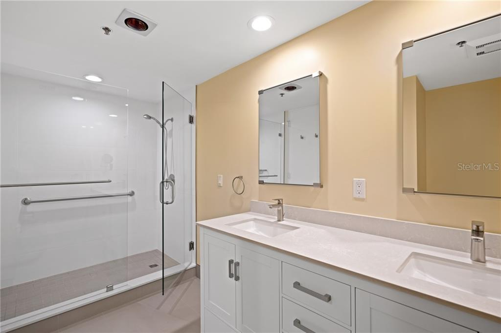 Guest/2nd master en-suite. - Condo for sale at 1255 N Gulfstream Ave #1502, Sarasota, FL 34236 - MLS Number is A4413205