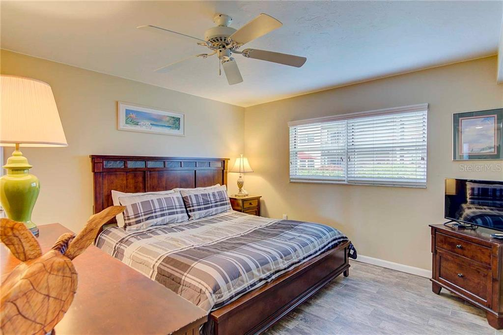 Master Bedroom - Condo for sale at 925 Beach Rd #107b, Sarasota, FL 34242 - MLS Number is A4413716