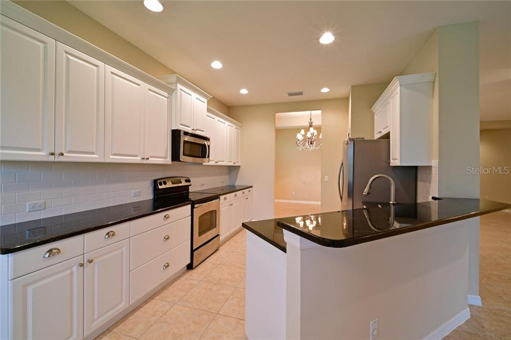Breakfast bar in kitchen for optimal extra seating - Single Family Home for sale at 4603 Forest Creek Trl, Parrish, FL 34219 - MLS Number is A4415265