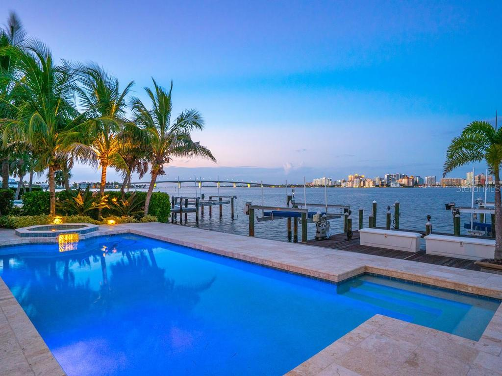 Salt water pool overlooking the bay - Single Family Home for sale at 425 Meadow Lark Dr, Sarasota, FL 34236 - MLS Number is A4415655