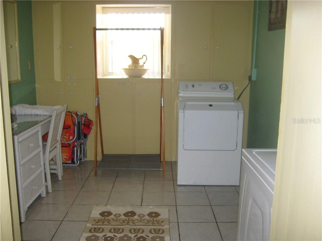 Spacious Laundry - Single Family Home for sale at 410 Valencia Rd, Venice, FL 34285 - MLS Number is A4416073