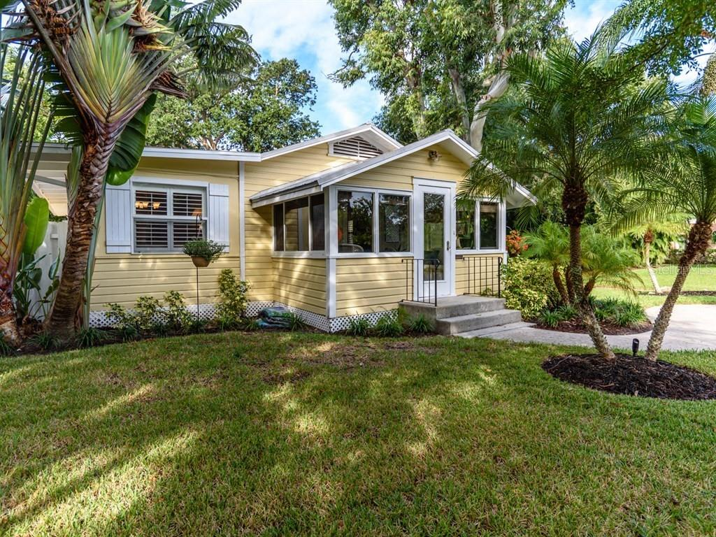 Single Family Home for sale at 1750 Bay View Dr, Sarasota, FL 34239 - MLS Number is A4418003