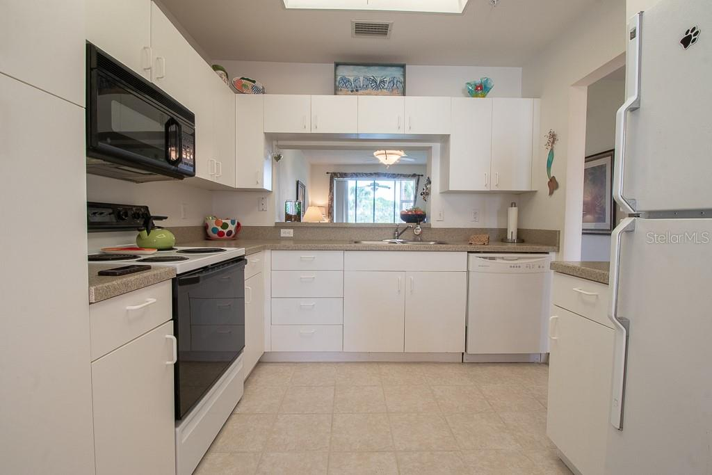 Bright kitchen - Condo for sale at 9620 Club South Cir #5110, Sarasota, FL 34238 - MLS Number is A4418081