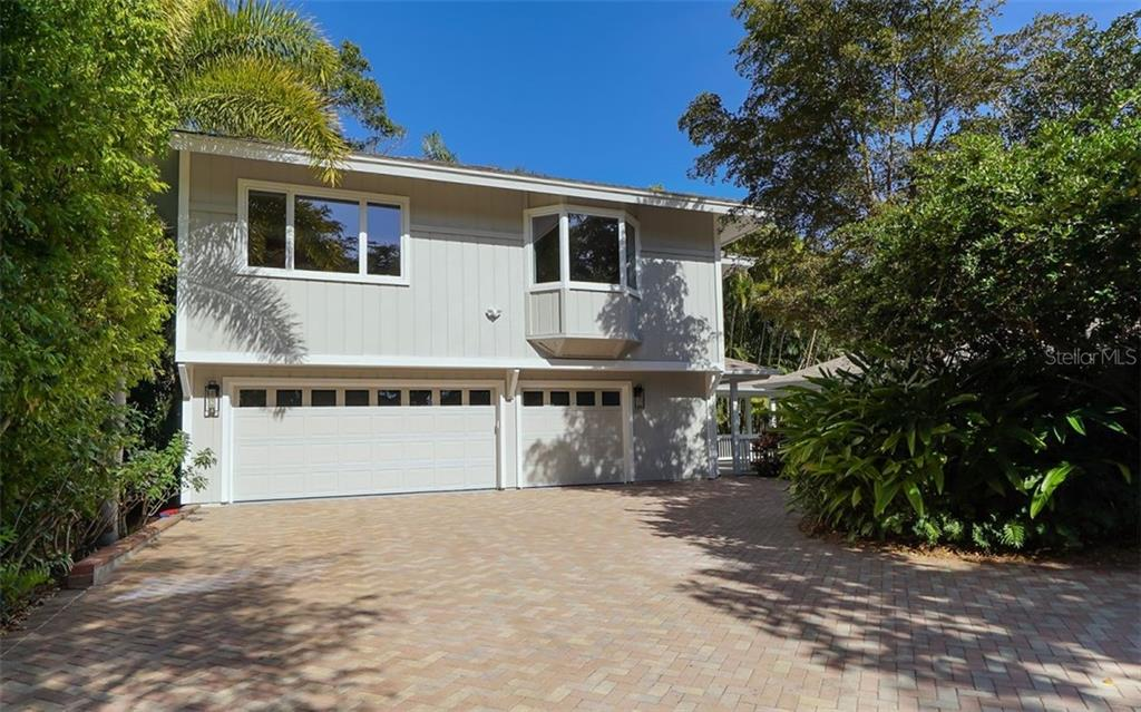 Single Family Home for sale at 1655 Quail Dr, Sarasota, FL 34231 - MLS Number is A4419746