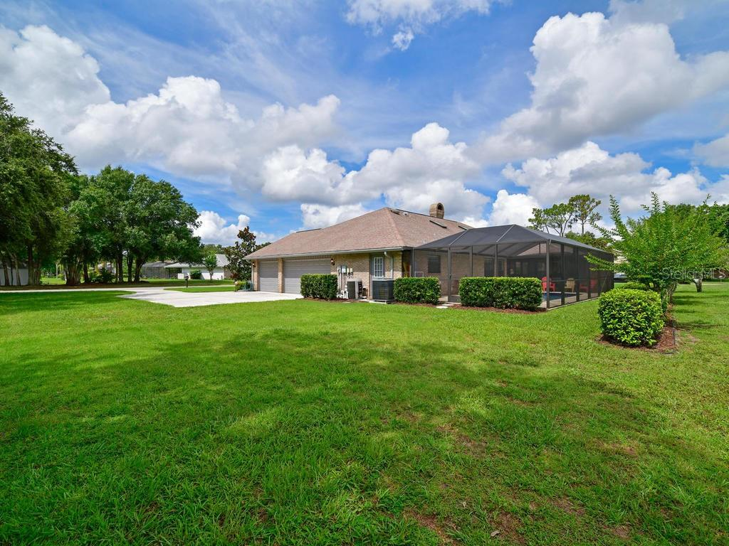 Irrigation keeps the grass looking like it belongs on a golf course! - Single Family Home for sale at 9902 Braden Run, Bradenton, FL 34202 - MLS Number is A4419792