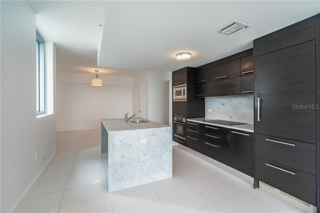 Airy and Open Kitchen - Condo for sale at 900 Biscayne #301, Miami, FL 33132 - MLS Number is A4420957