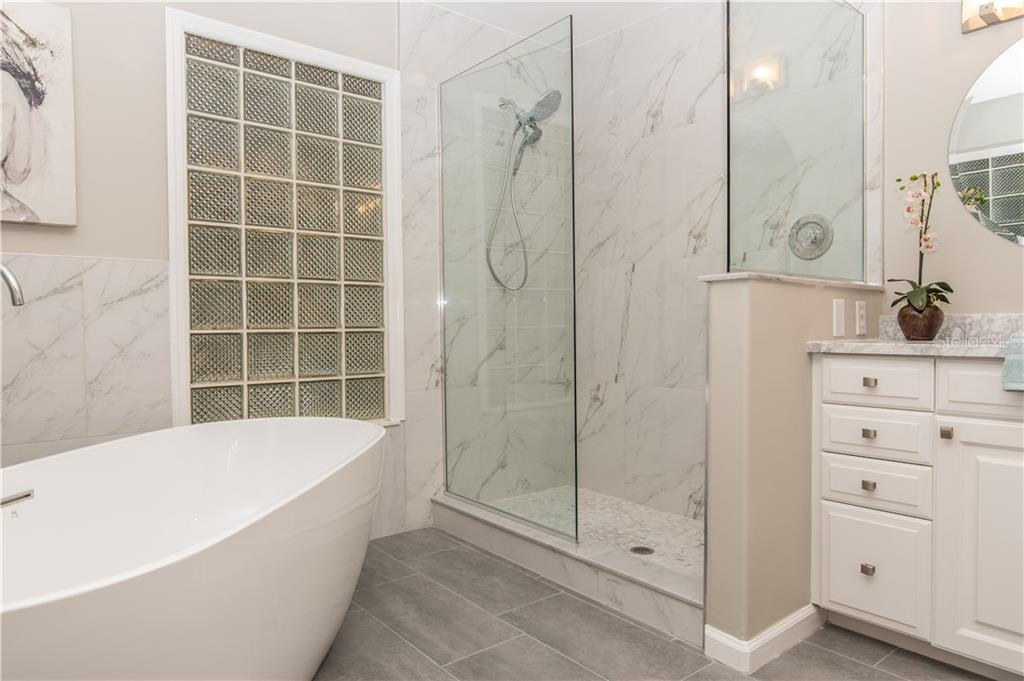 Master Bathroom shower and tub. - Single Family Home for sale at 108 Sand Dollar Ln, Sarasota, FL 34242 - MLS Number is A4421218