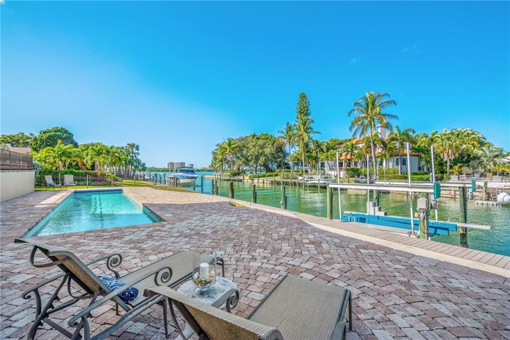 Single Family Home for sale at 670 Mourning Dove Dr, Sarasota, FL 34236 - MLS Number is A4422888