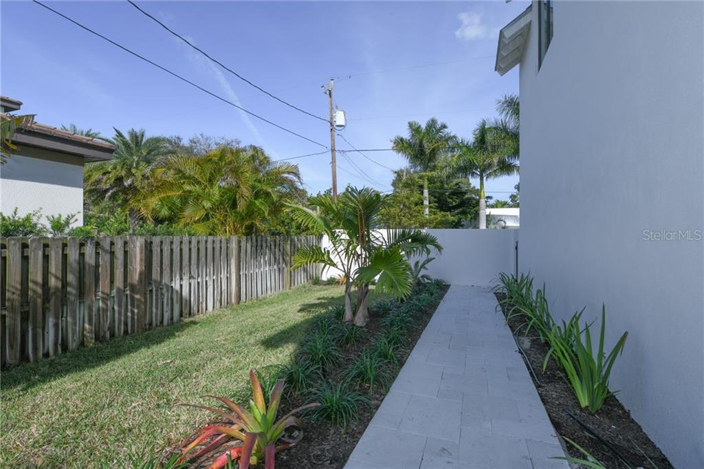 Single Family Home for sale at 1822 Loma Linda St, Sarasota, FL 34236 - MLS Number is A4423411