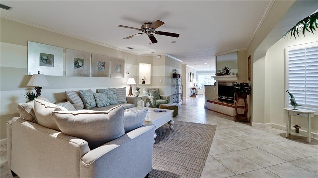 Single Family Home for sale at 343 S Washington Dr, Sarasota, FL 34236 - MLS Number is A4424157