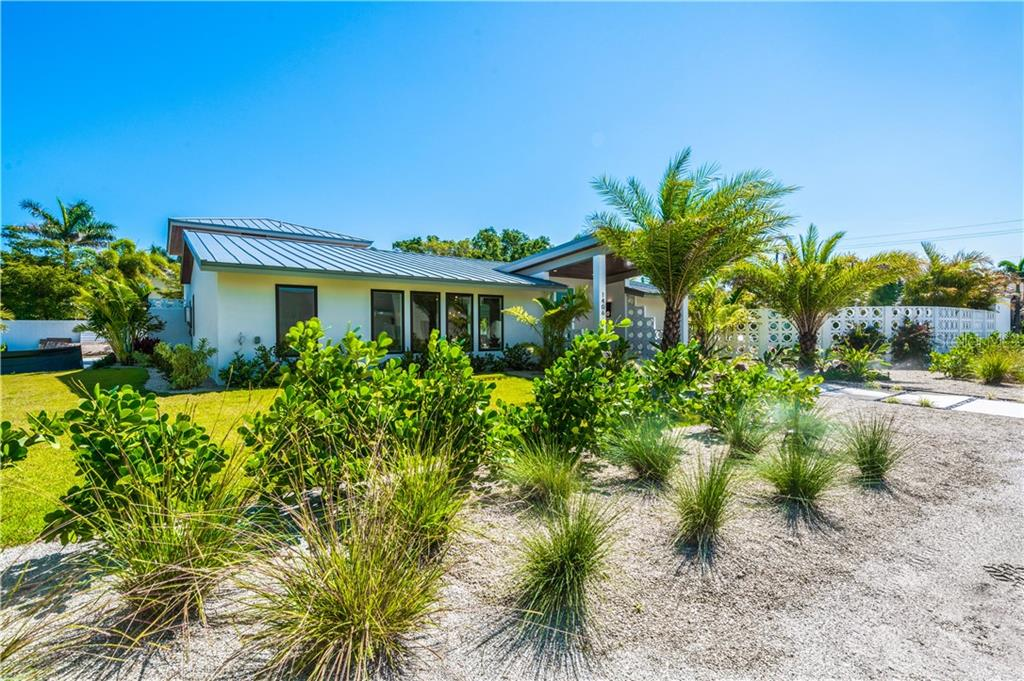 Single Family Home for sale at 1406 Westway Dr, Sarasota, FL 34236 - MLS Number is A4426585