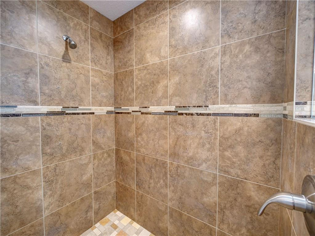 Master shower. - Single Family Home for sale at 2558 Oneida Rd, Venice, FL 34293 - MLS Number is A4428145