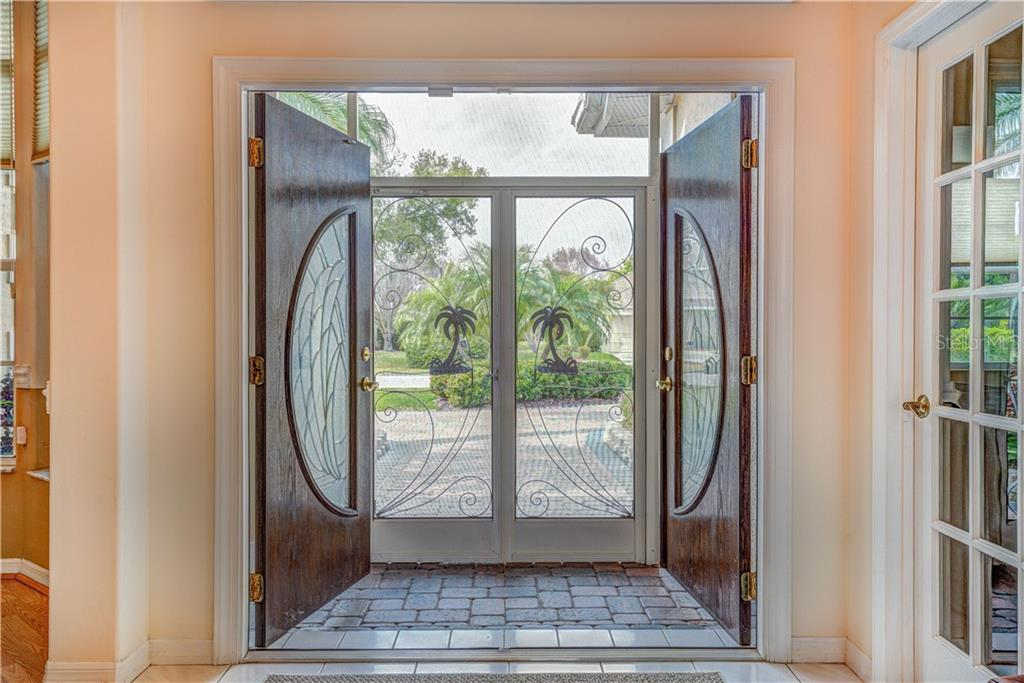 Beautiful screened presidential entrance way - Single Family Home for sale at 6321 W Glen Abbey Ln E, Bradenton, FL 34202 - MLS Number is A4429610