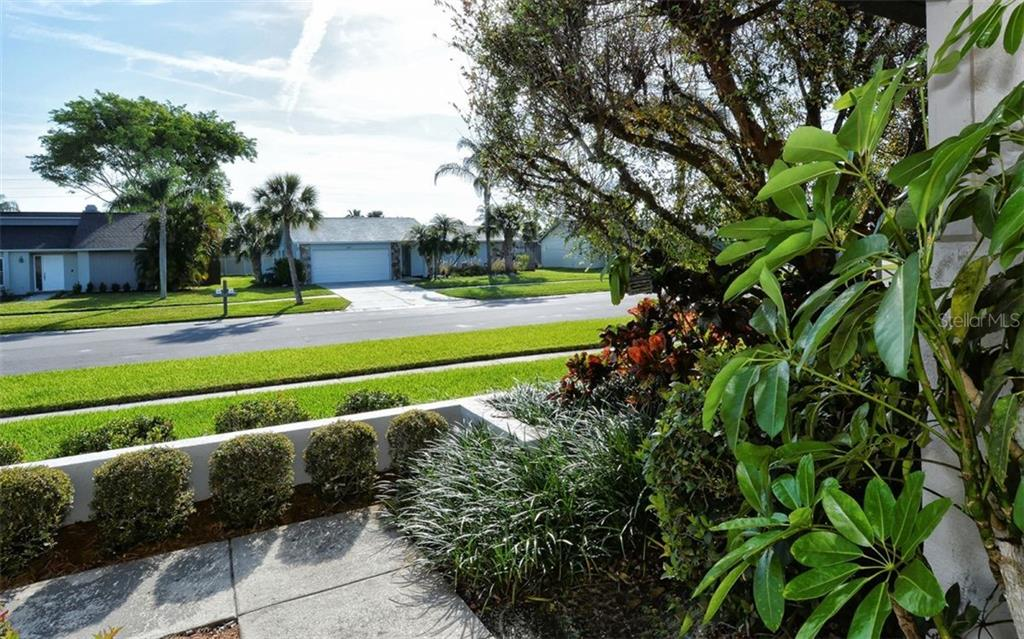 Single Family Home for sale at 3804 Kingston Blvd, Sarasota, FL 34238 - MLS Number is A4430346