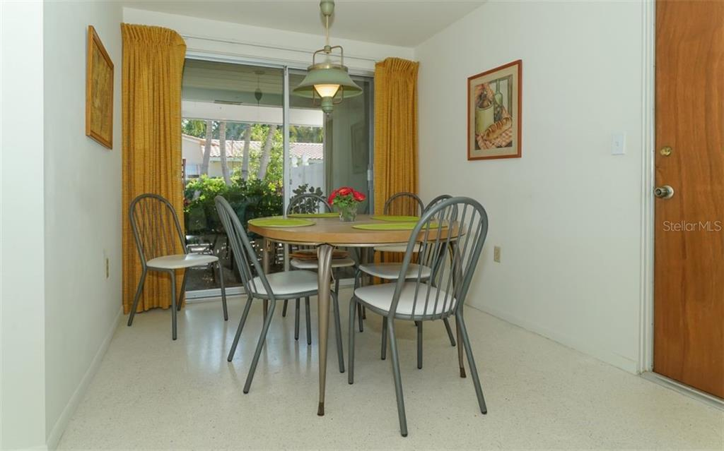 Eat-in Kitchen - Single Family Home for sale at 935 Contento St, Sarasota, FL 34242 - MLS Number is A4431223