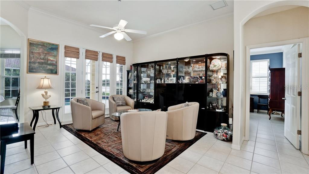 Single Family Home for sale at 4925 Sabal Lake Cir, Sarasota, FL 34238 - MLS Number is A4432491