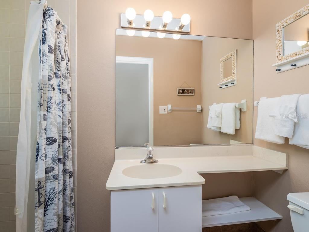 Guest Bath - Condo for sale at 4621 Gulf Of Mexico Dr #14d, Longboat Key, FL 34228 - MLS Number is A4435849
