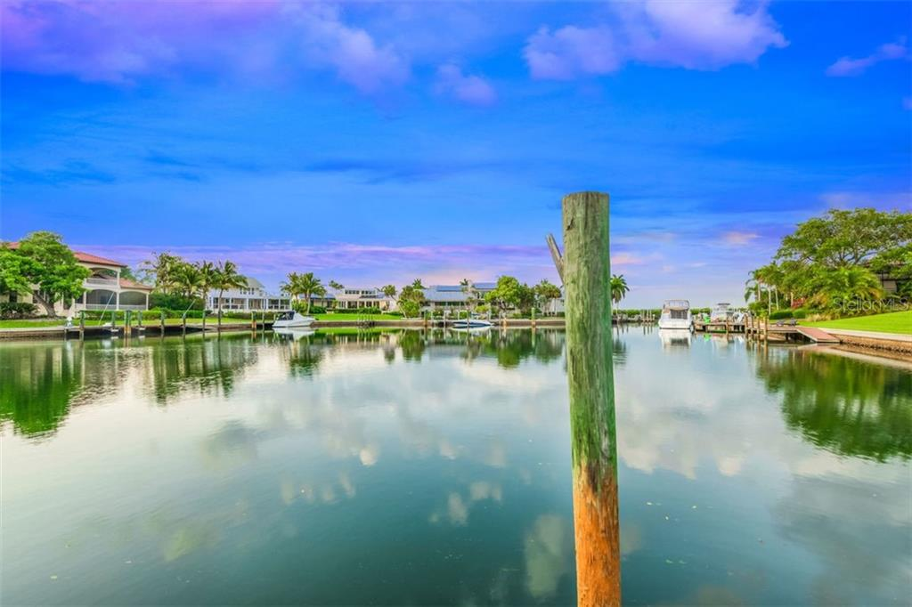 Single Family Home for sale at 501 Harbor Point Rd, Longboat Key, FL 34228 - MLS Number is A4438974