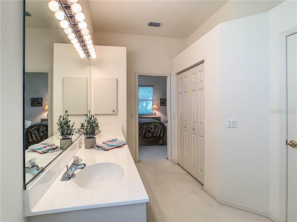 Sparkling master bath and walk-in closet with double doors... - Single Family Home for sale at 348 Melrose Ct, Venice, FL 34292 - MLS Number is A4439531