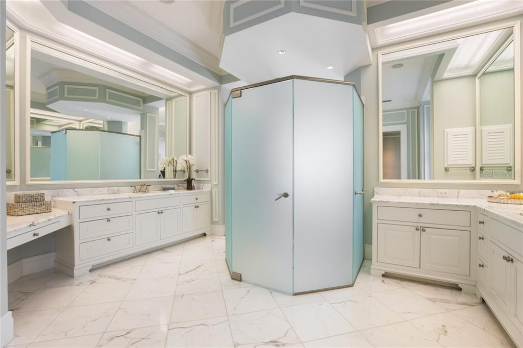 Separate shower in Master en-suite bath - Single Family Home for sale at 1522 N Lake Shore Dr, Sarasota, FL 34231 - MLS Number is A4442286