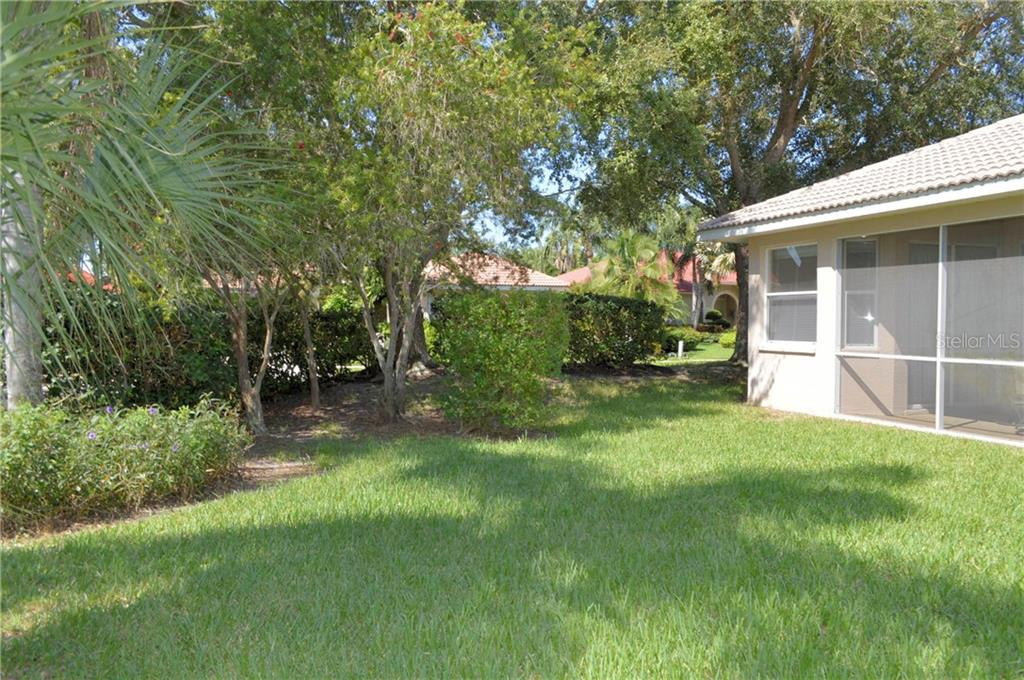Single Family Home for sale at 5104 Brooksbend Cir, Sarasota, FL 34238 - MLS Number is A4445633