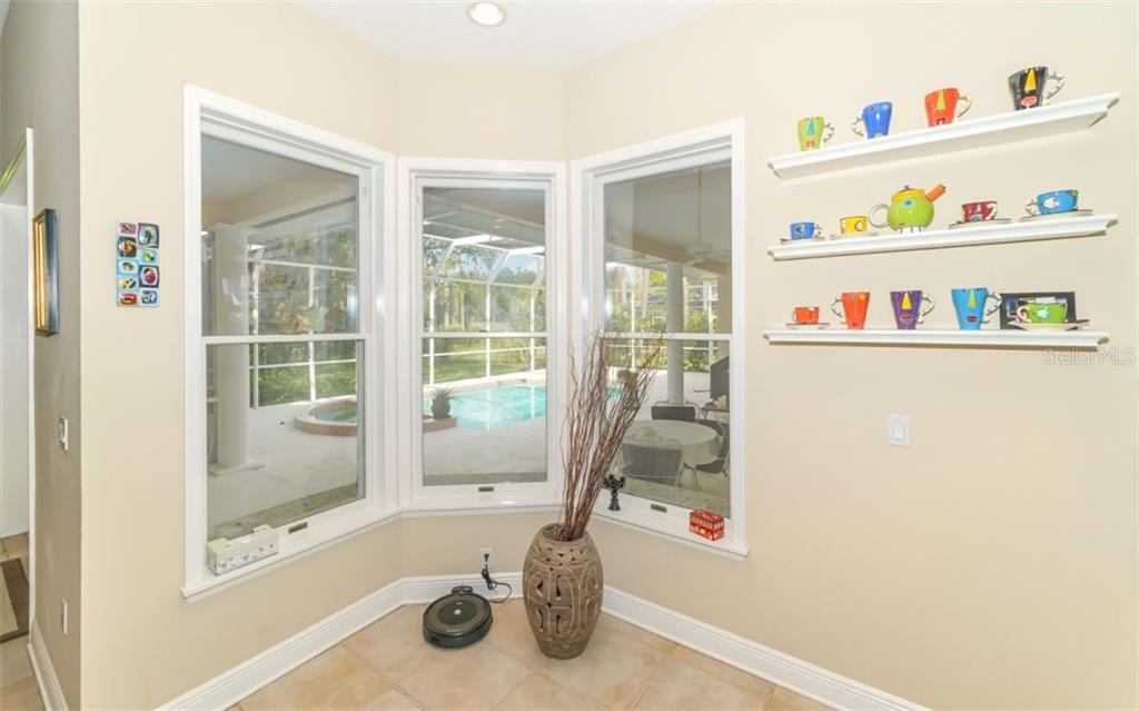 Single Family Home for sale at 6422 Spyglass Ln, Bradenton, FL 34202 - MLS Number is A4446355