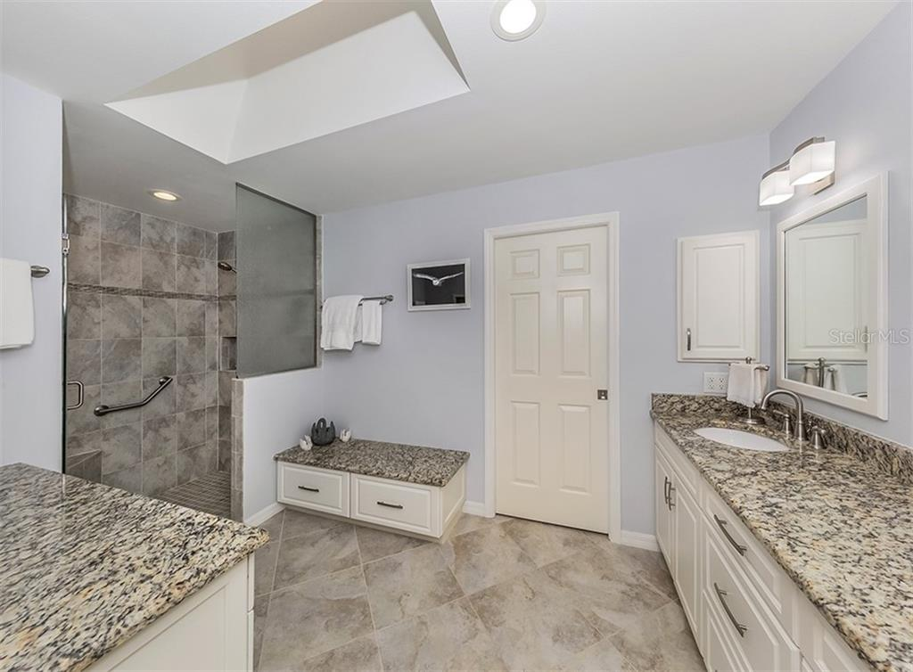 Master bath - Villa for sale at 805 Crossfield Pl #3, Venice, FL 34293 - MLS Number is A4449303