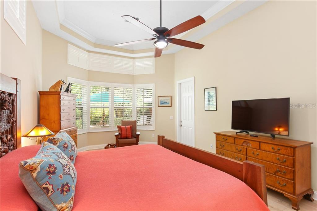 Single Family Home for sale at 3524 Fair Oaks Ln, Longboat Key, FL 34228 - MLS Number is A4450077