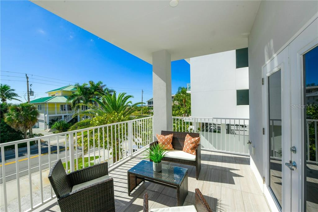 Single Family Home for sale at 645 Beach Rd, Sarasota, FL 34242 - MLS Number is A4451720