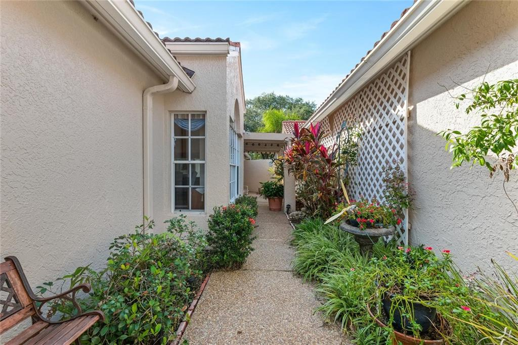 Villa for sale at 4040 Lyndhurst Ct, Sarasota, FL 34235 - MLS Number is A4453322