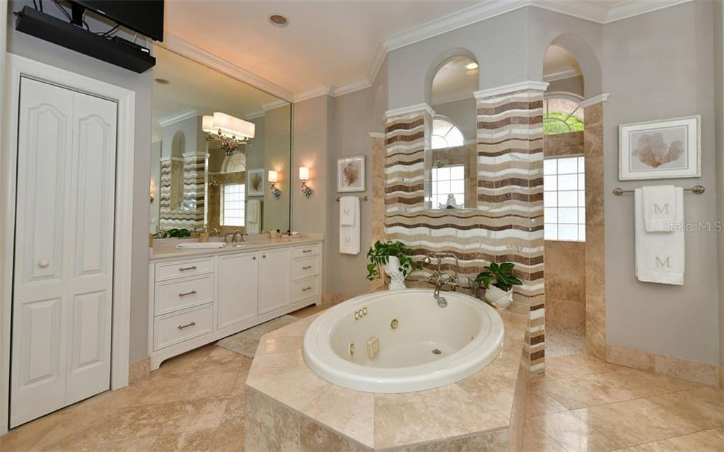 Master bath - Single Family Home for sale at 574 N Macewen Dr, Osprey, FL 34229 - MLS Number is A4455085