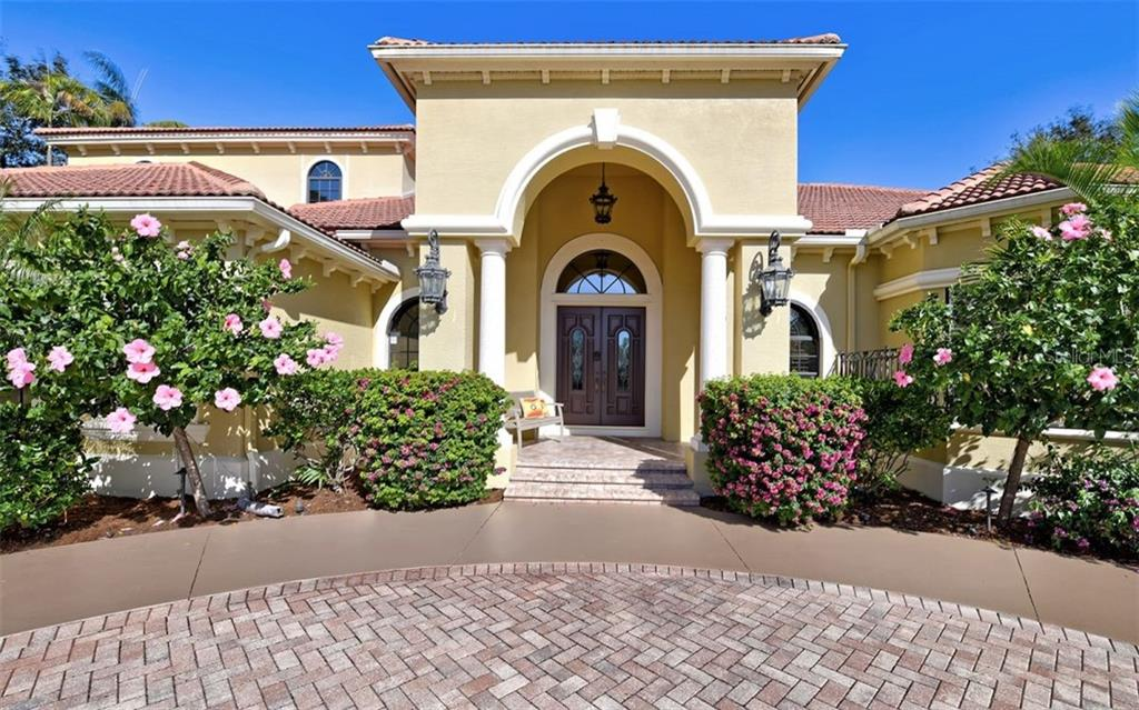 Dramatic entry! - Single Family Home for sale at 562 N Macewen Dr, Osprey, FL 34229 - MLS Number is A4456557