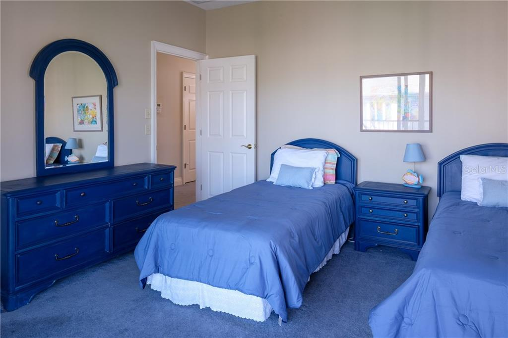 Guest room with twin beds. - Condo for sale at 515 Forest Way, Longboat Key, FL 34228 - MLS Number is A4465231
